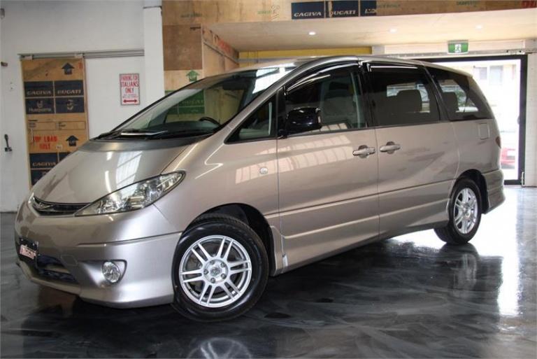 2004 Toyota Estima -