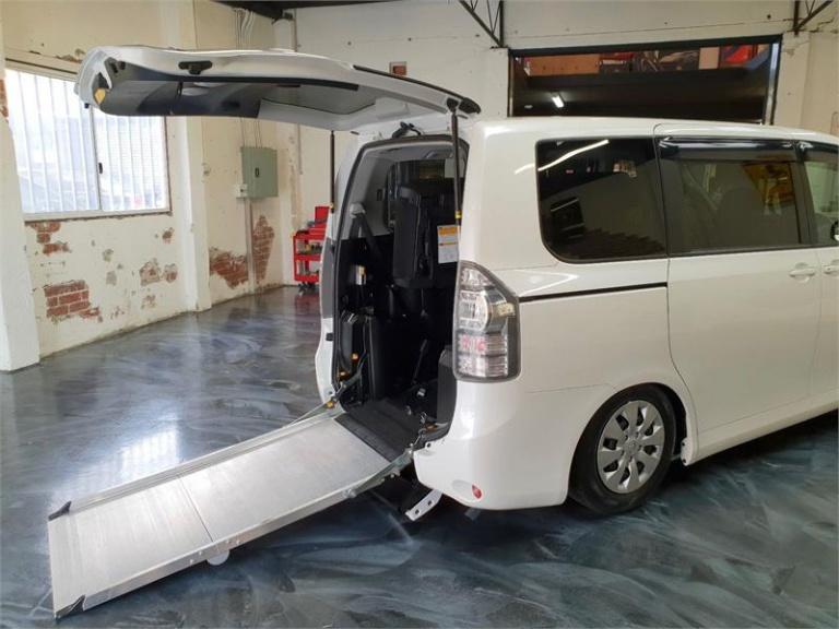 2012 Toyota Voxy -