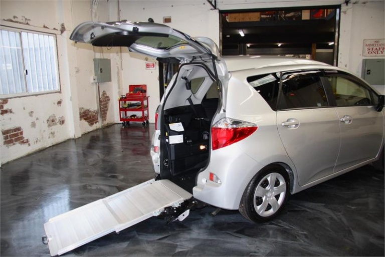 2012 Toyota Ractis -