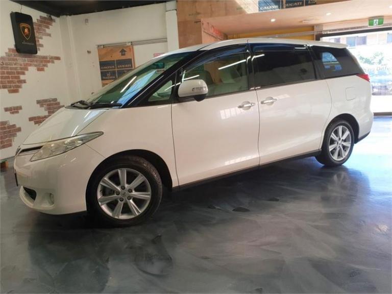 2010 Toyota Estima -