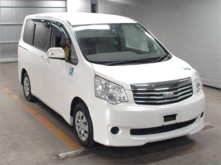 2013 Toyota Noah -